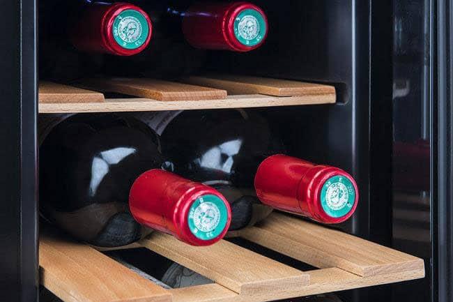bouteilles de vin rouge bordeaux au frais