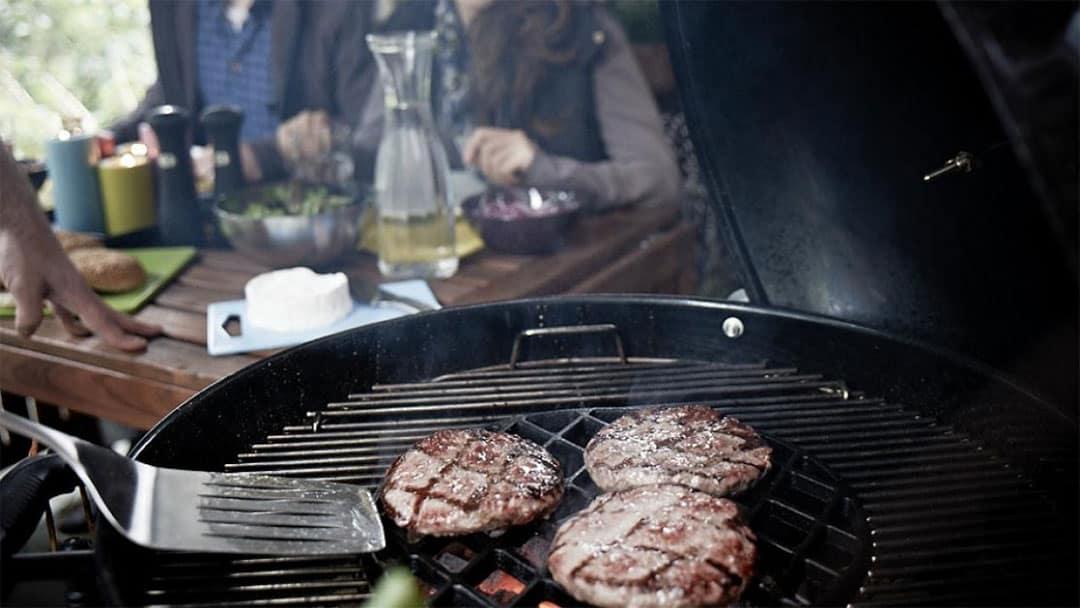 zone de cuisson centrale sur un barbecue weber